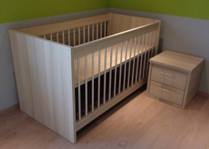 babybed nachttafel